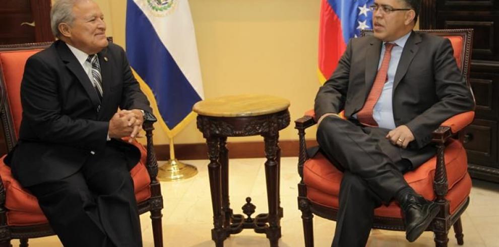 El presidente salvadoreño irá a homenaje a Chávez en Venezuela