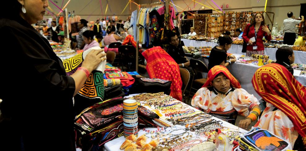 Miles de artesanos panameños se benefician de gira