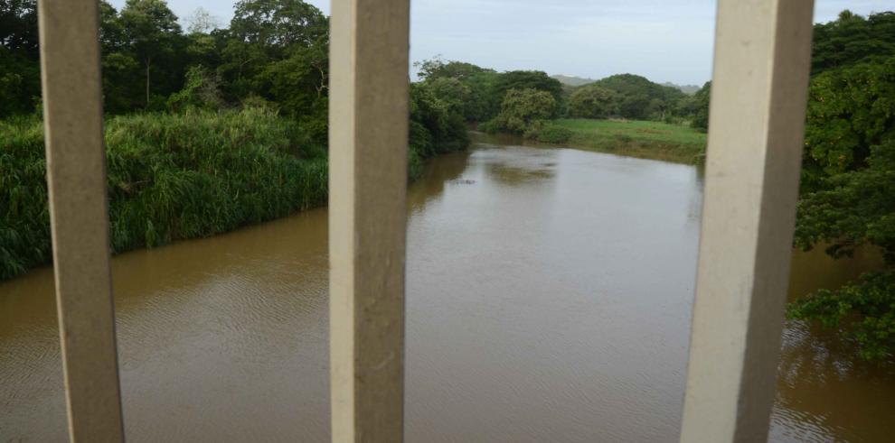 El 70% de los vecinos del río La Villa usa herbicidas