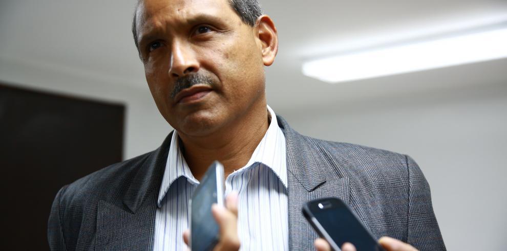 Bernabé Pérez renuncia como candidato a Contralor de la República