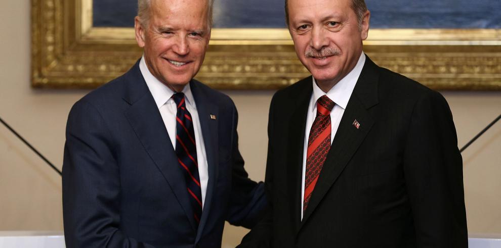 Erdogan afirma que mujeres no pueden ser iguales a hombres