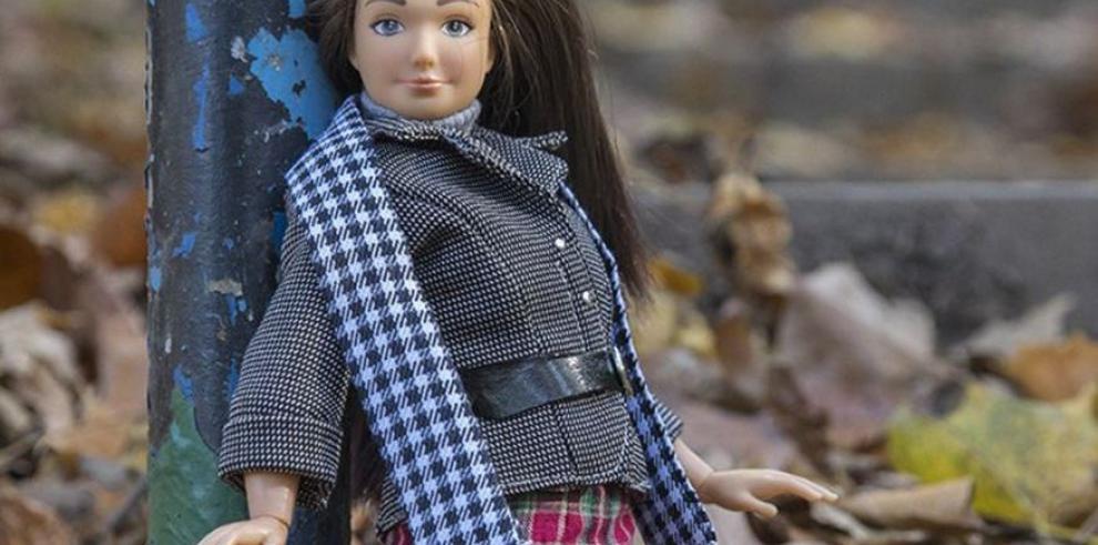 Una muñeca realista planta cara a la Barbie