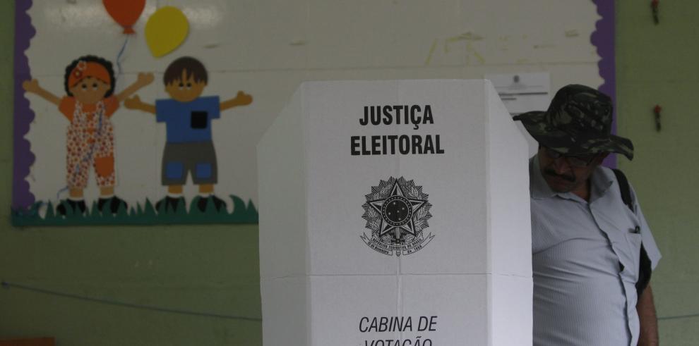 Termina votación en casi todo Brasil y comienza conteo de votos