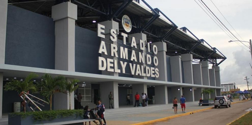Reinauguran estadio Armando Dely Váldes