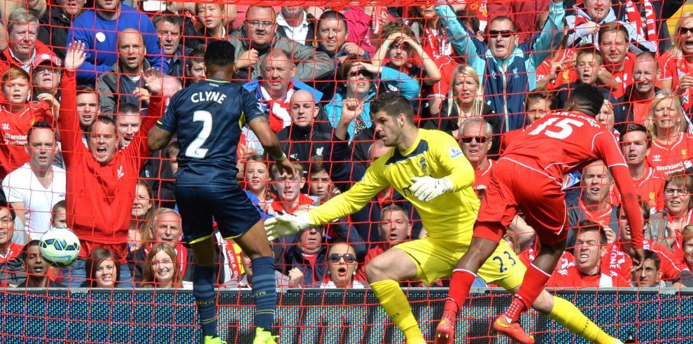 Liverpool sufre para ganar en su primer partido de la liga sin Suárez