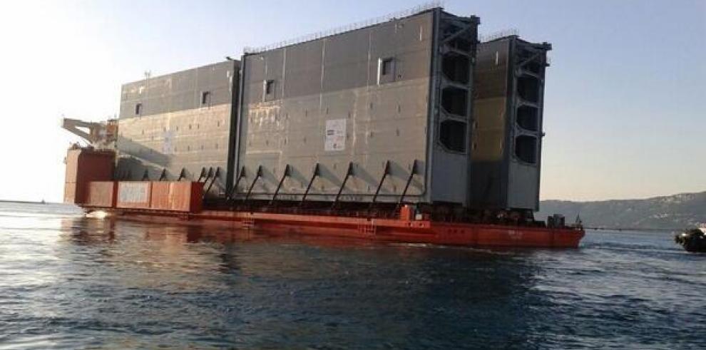 Zarpa tercer embarque de compuertas para ampliación del Canal