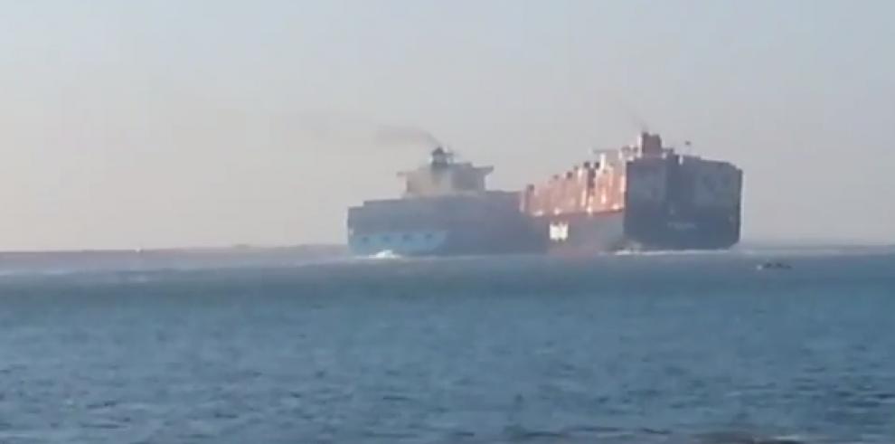 Colisión de barcos de contenedores en Canal de Suez