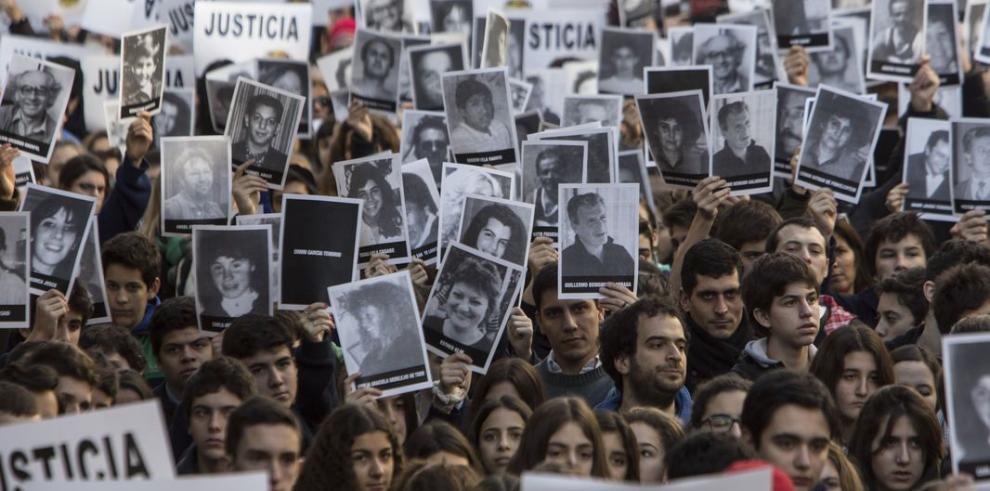 Piden justicia en el 20 aniversario del atentado contra la AMIA