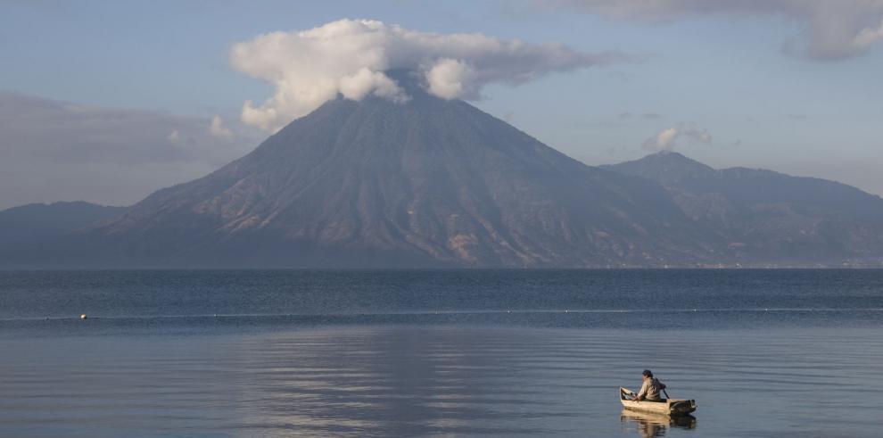 Campaña busca evitar muerte del Atitlán por contaminación