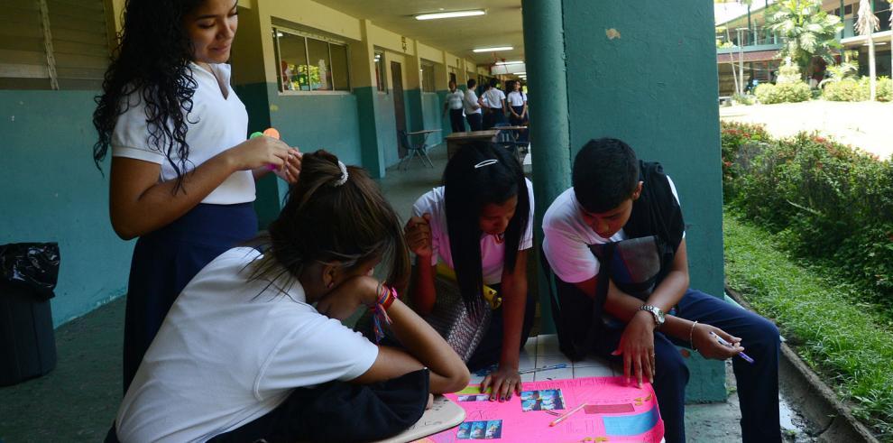 20% de los adolescentes latinos no estudia