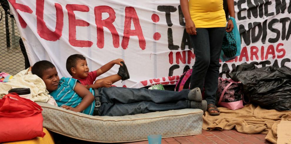 Protestantes de Arraiján presionan para que el presidente Martinelli los atienda