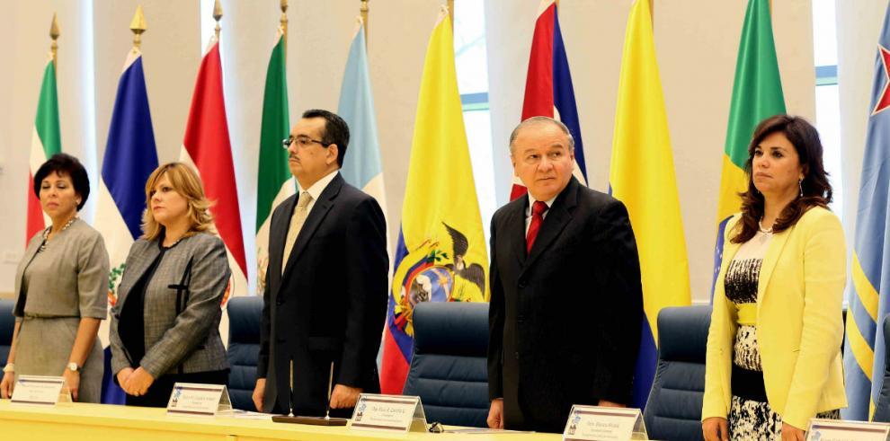 Parlatino se reúne en Panamá para analizar ley de comercio electrónico