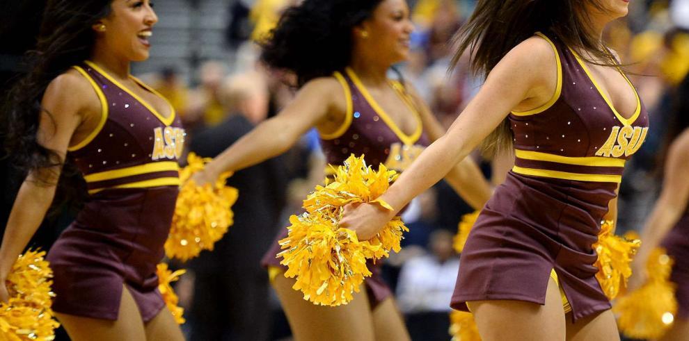 Espectáculo y belleza en porrismo de baloncesto universitario