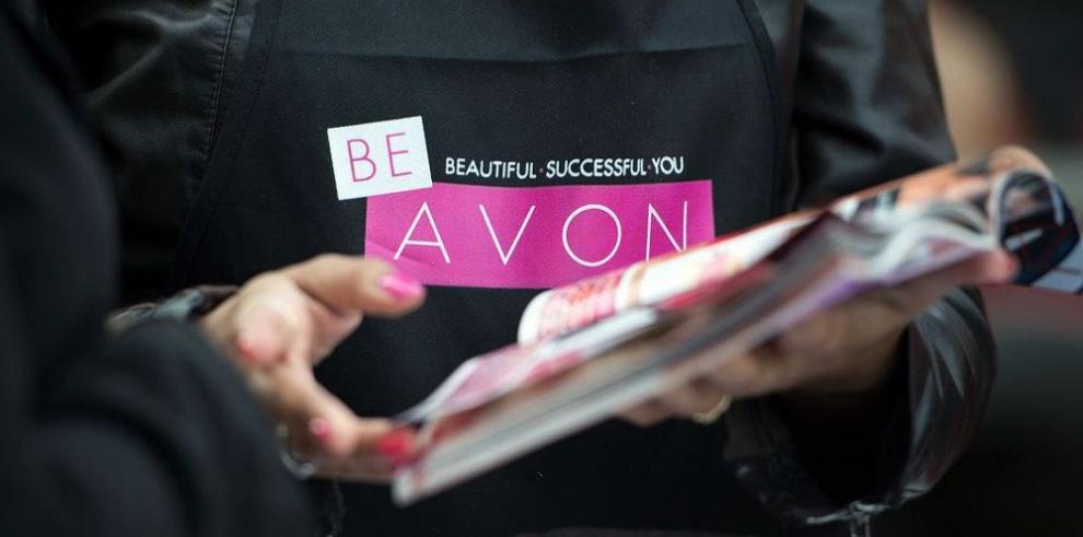 Vendedoras latinas de Avon podrían salvar la empresa
