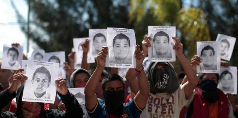 Cuerpos en fosas de Iguala no son de estudiantes: gobernador de Guerrero