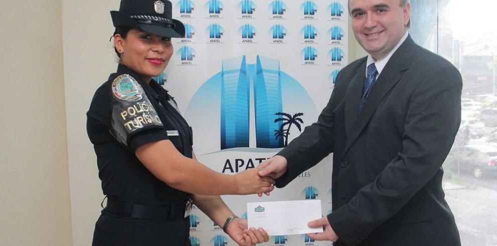 Reconocimiento a miembros de la Policía Nacional