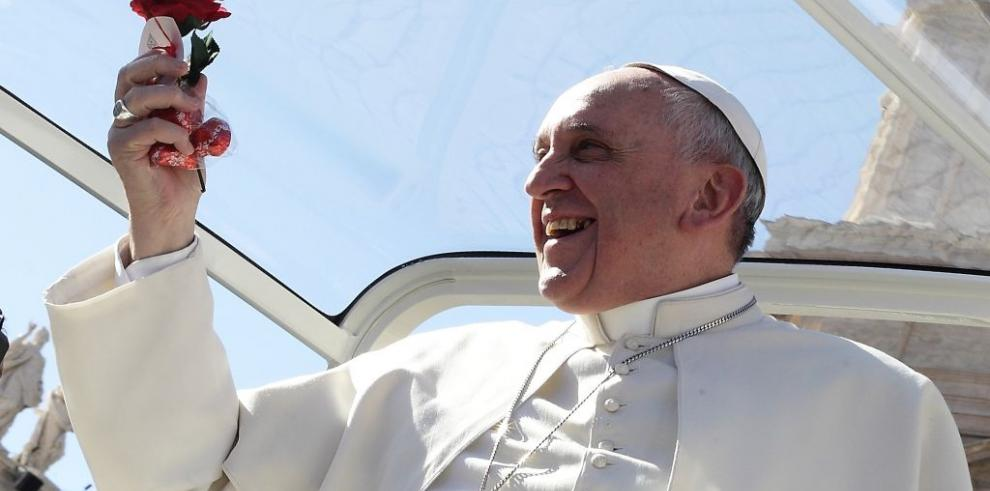El papa alcanza los 13 millones de seguidores en twitter