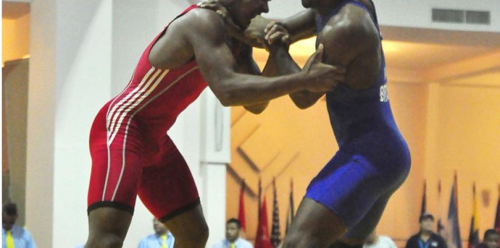Jóvenes luchadores aceleran preparación