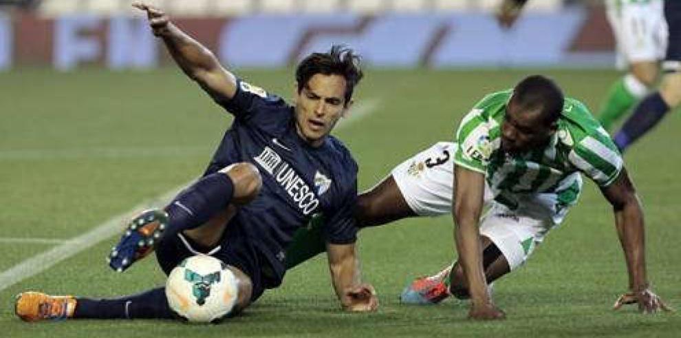 El Málaga le da un duro golpe al Betis y se aleja del descenso