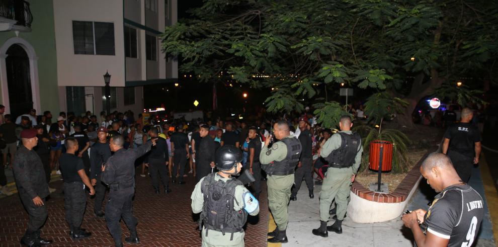 Dos muertos, 5 desaparecidos y 48 familias damnificadas por incendio en San Felipe