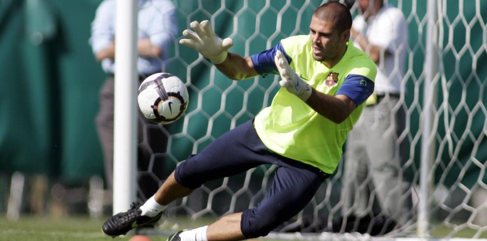 Valdés estará siete meses de baja, tras ser operado hoy de la rodilla