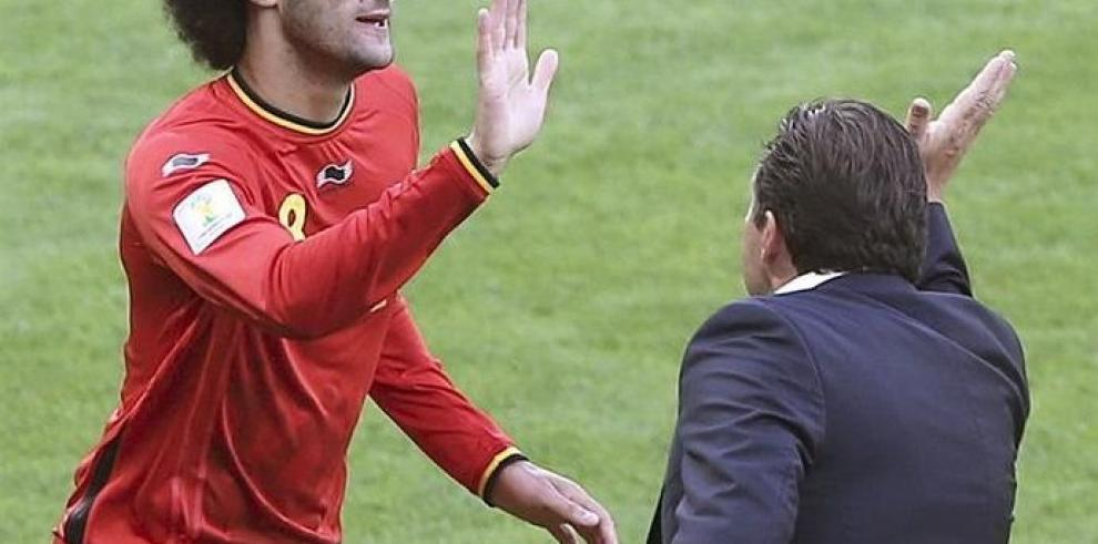 Los suplentes Fellaini y Mertens dan el triunfo a Bélgica 2-1