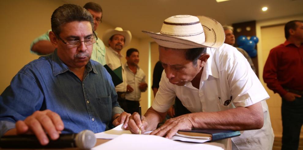 MIDA firma acuerdo clave con productores