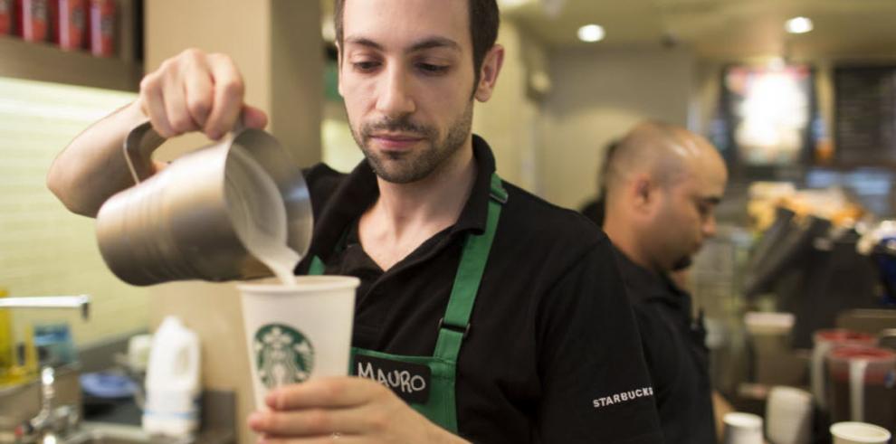 Starbucks paga a baristas por estudiar