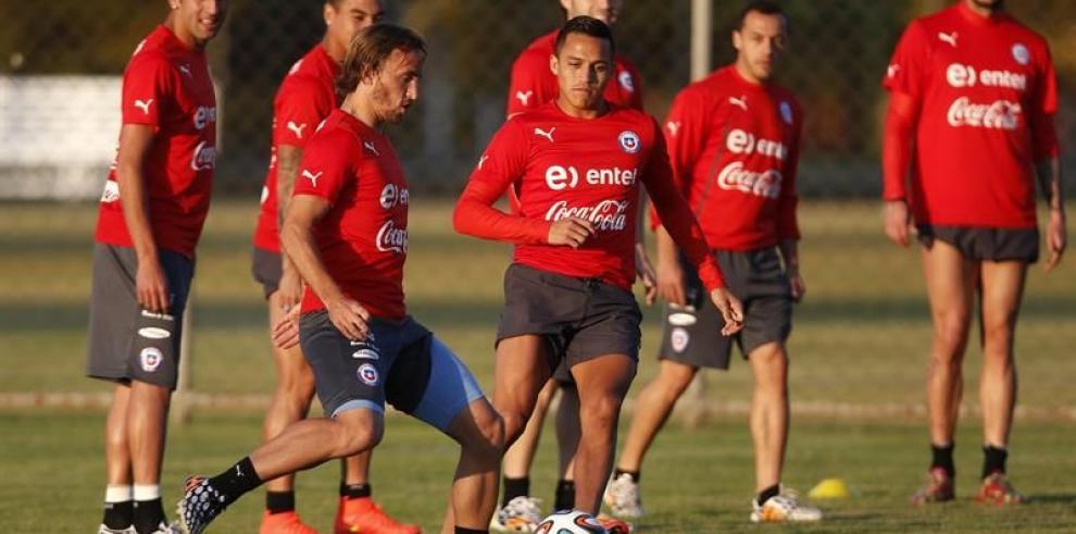 Chile se entrena en Belo Horizonte para el duelo contra España