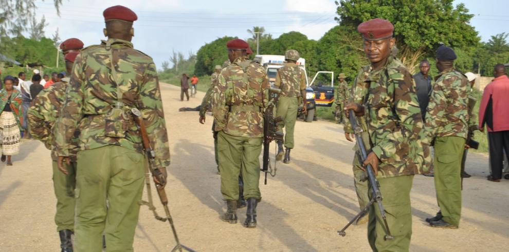 Rebeldes shebab matan a 49 en Kenia