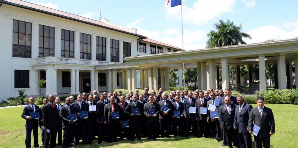 Canal de Panamá y Meduca gradúan a 68 colaboradores