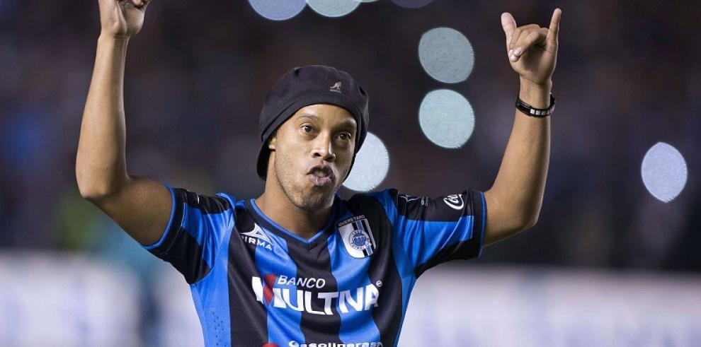 Ronaldinho puede ser despedido del mexicano Querétaro