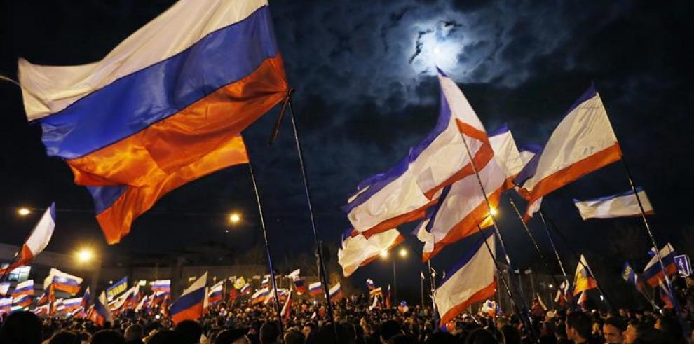 Obama advierte a Putin que EEUU impondría más sanciones a Rusia por Crimea