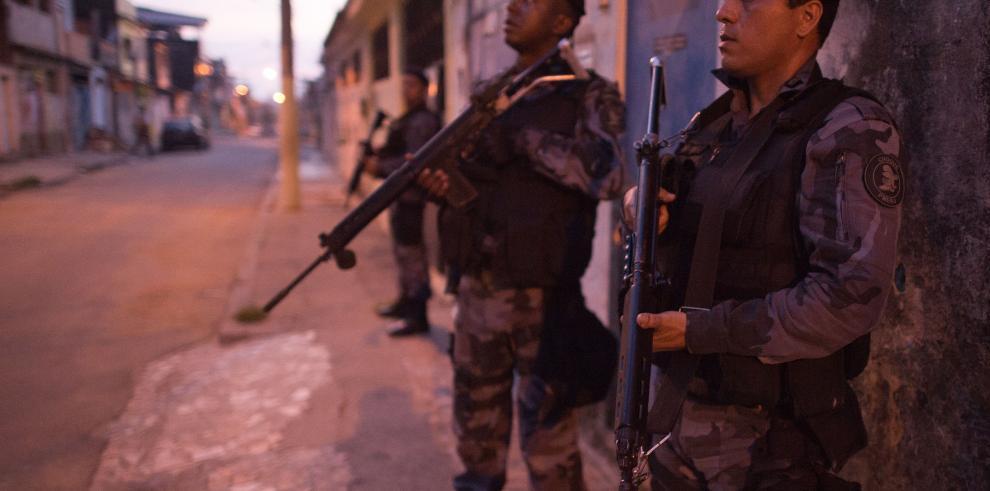 Indignación en Rio por muerte de una mujer arrastrada por auto de policía
