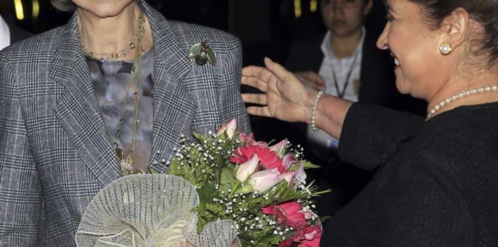 Reina Sofía llega a Guatemala con 800 kilos de medicinas para niños