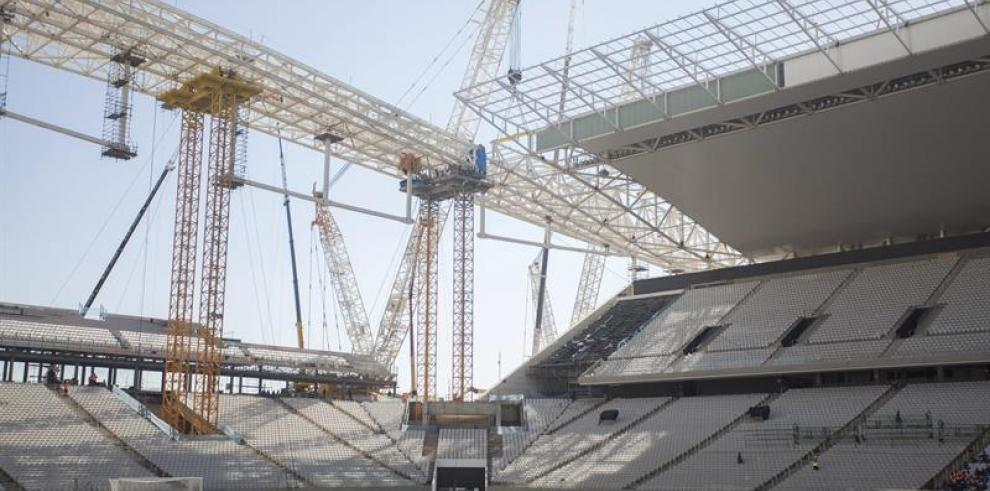 Atrasos en dos estadios para el mundial dejan poco plazo para instalar redes
