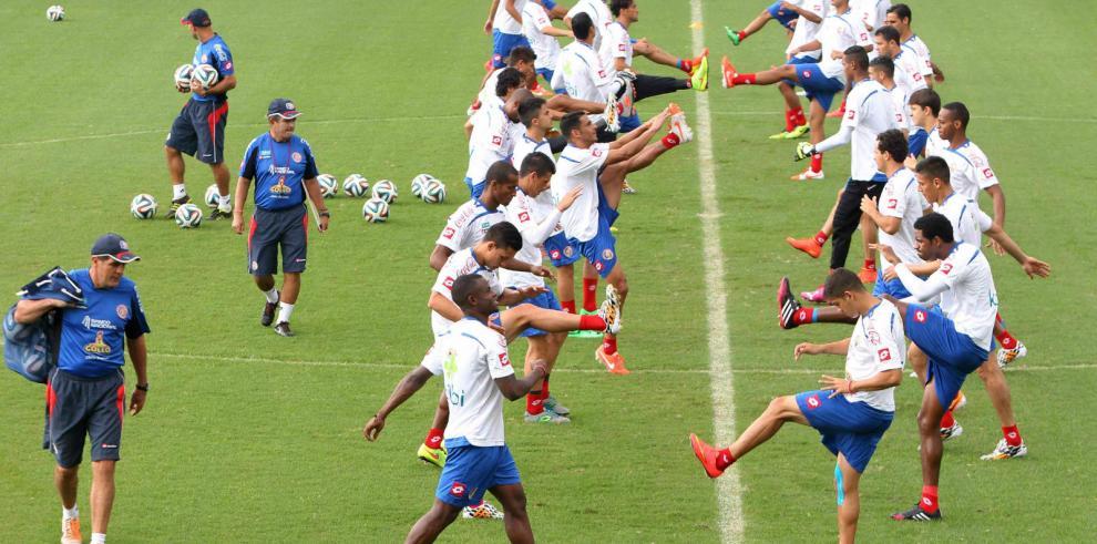 La revelación Costa Rica busca ganar a Inglaterra y evitar a Colombia