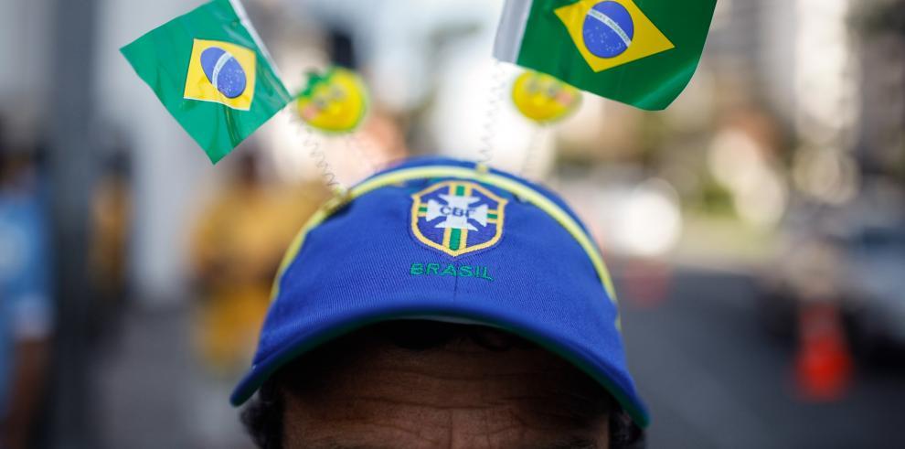Brasil golea a Camerún 4-1