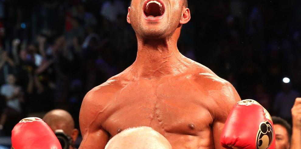 Campeón mundial de boxeo es apuñalado en España