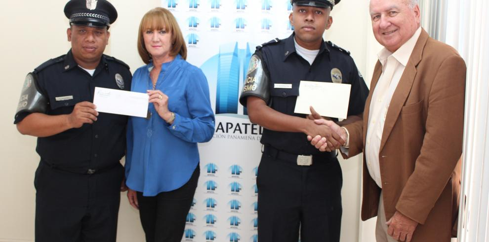 Policía Nacional recibe reconocimiento de hoteleros por frustrar robo