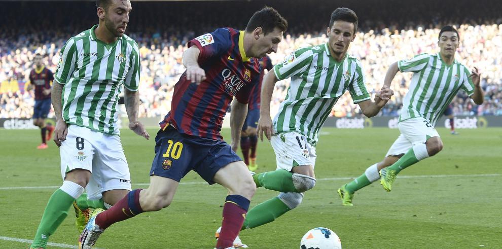 Atlético y Barsa solventan bajas, presionan a Madrid