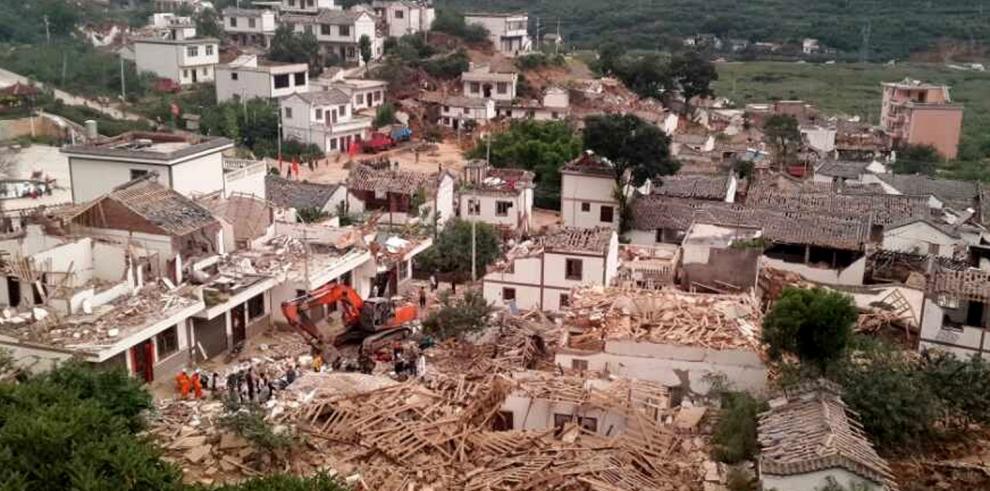 Fuerte sismo reporta 175 muertos en el suroeste de China