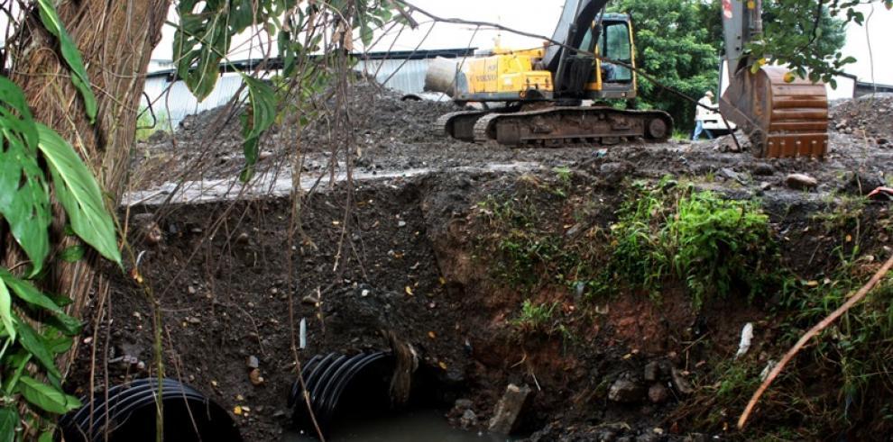 MOP instala tuberías para evitar inundaciones en Villa Norma