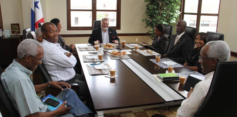 Milton Henríquez se reúne con la comunidad afrodescendiente