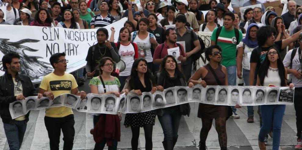 Arrestan más policías por ataque a estudiantes en México