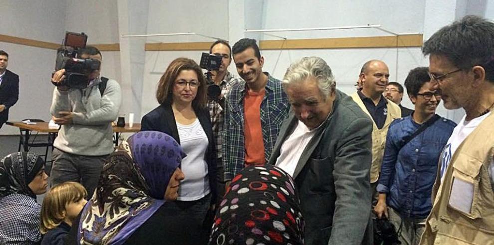 Uruguayos dan bienvenida a familias de refugiados sirios