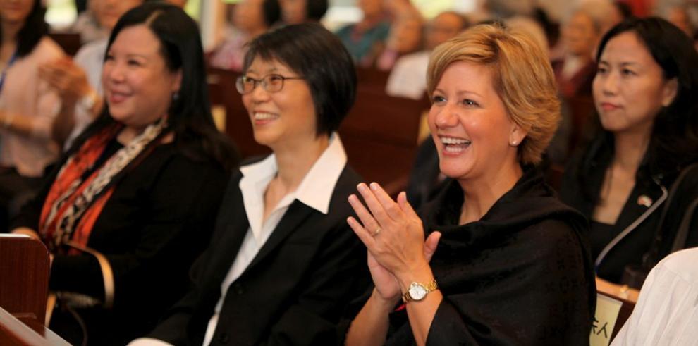 Lorena Castillo visita Centro de Atención para Adultos Mayores en Taiwán