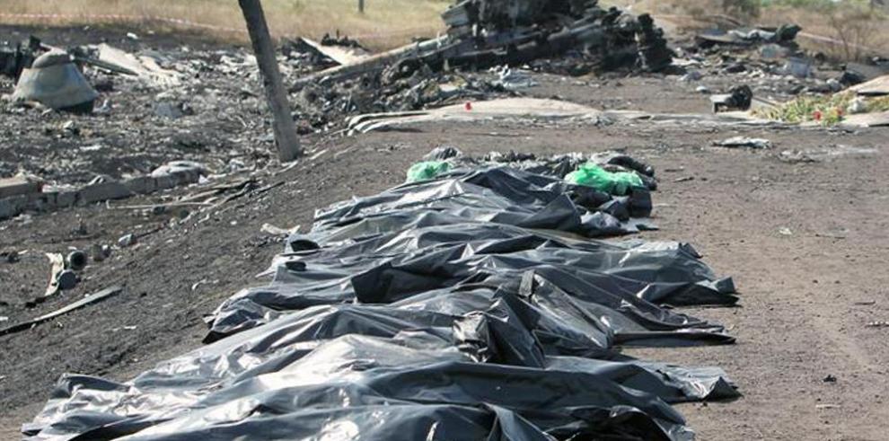 Víctima del vuelo MH17 fue descubierta con máscara de oxígeno
