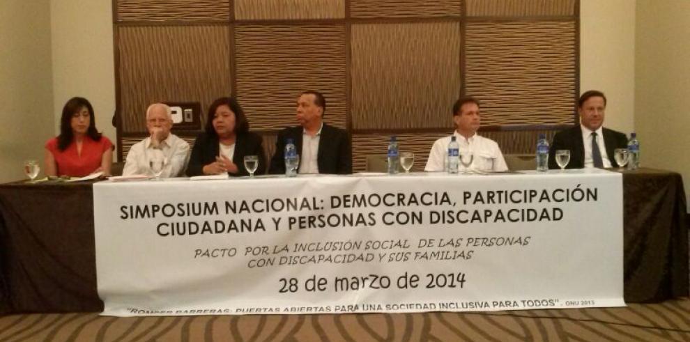 Candidatos presidenciales firman pacto de inclusión de personas discapacitadas