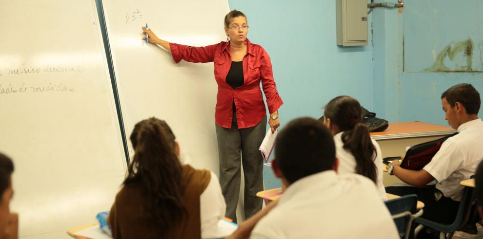 Meduca publica el decreto, docentes mantienen la marcha